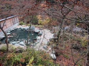 谷川の露天風呂