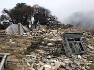 ナグタリ村の倒壊したゴンパ