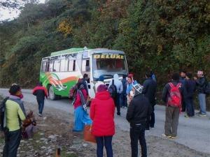 ネパールのDELUXEバス